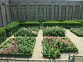 Bâtiment des tapisseries de l'Apocalypse et jardin - panoramio.jpg