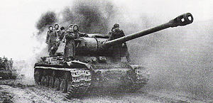 Soviet tank ИС-2 in action (battle of Budapest)
