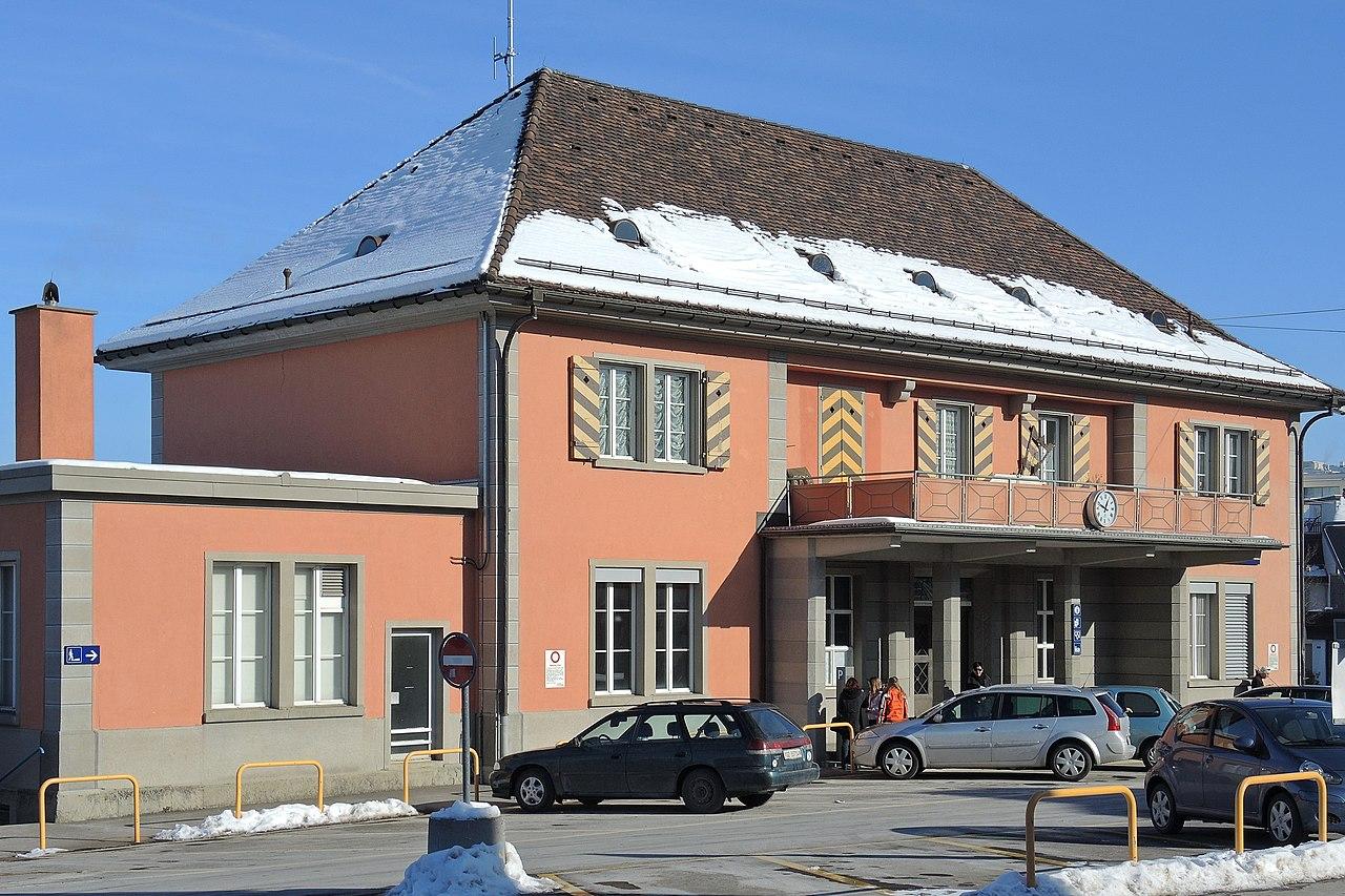 Bahnhof Einsiedeln 2013-01-26 12-48-44 (P7700) ShiftN.jpg