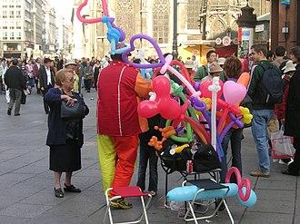 Toy balloon -  A balloon artist in Vienna, Austria