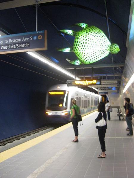 File:Beacon Hill light rail station platform.JPG