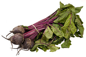 English: A bundle of organic beets from a loca...