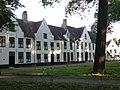 Begijnhof Brugge Binnenplein Westkant 2.jpg