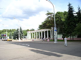 Belarus-Minsk-Entrance to Park of Chelyuskintsy.jpg