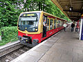 Berlin- Bahnhof Berlin-Kaulsdorf- auf Bahnsteig zu Gleis 1- S-Bahn Berlin DBAG-Baureihe 481 30.5.2012.jpg