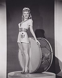 Betty Grable 1943 Yank.jpg