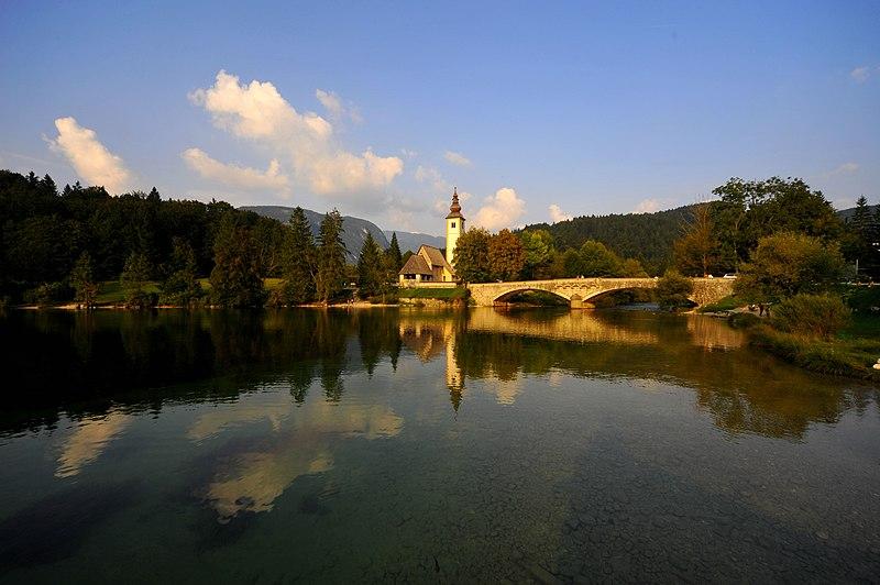File:Bohinjsko jezero Oberkrain Slowenien 20092009 88.jpg