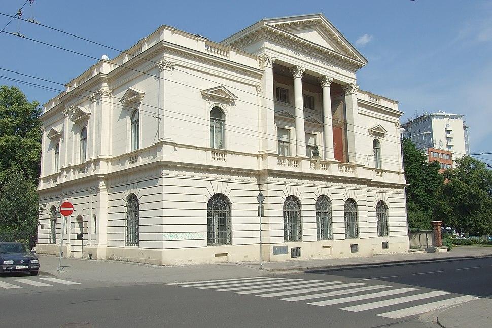 Brno-Veve%C5%99%C3%AD - Neoklasicistn%C3%AD vila na n%C3%A1ro%C5%BE%C3%AD Kounicovy a Smetanovy ulice