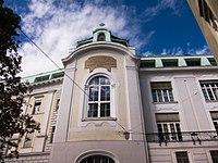 Building in Vienna (13864987675).jpg