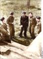 Bundesarchiv Bild 101I-299-1802-05, Nordfrankreich, Michael Wittmann, Panzersoldaten Recolored.png