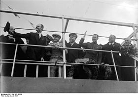 Bundesarchiv Bild 102-06089, Bremerhaven, Empfang der Ozeanflieger.jpg