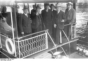 Preußenschlag - In July 1931 British politicians visited Prussia. In the photograph,  from left to right: German Foreign Minister Julius Curtius, British Foreign Secretary Arthur Henderson, German Chancellor Heinrich Brüning, British Prime Minister James Ramsay MacDonald and (later dismissed)  Ministerpräsident of Prussia Otto Braun. The photo was taken during a ship excursion on the Wannsee, Berlin.