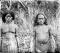 COLLECTIE TROPENMUSEUM Een man en vrouw uit het Honitetoe-gebied West-Ceram TMnr 10005706.jpg