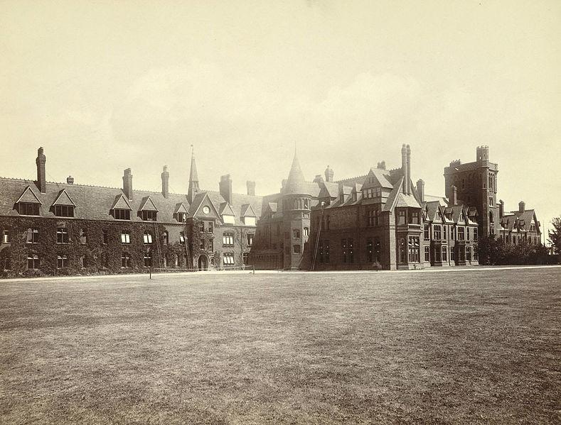 File:Cambridge. Girton College (3610762073).jpg