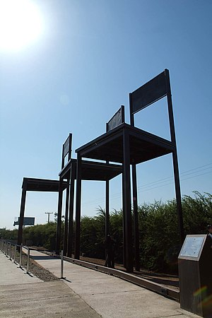 Human rights in Chile - A monument inaugurated in 2006 to commemorate the Caso Degollados, the slaying by police forces of three Communist Party members in 1985.