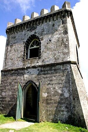 Portuguese colonial architecture - Image: Castelo Branco, entrada, Vila Franca do Campo, ilha de São Miguel, Açores