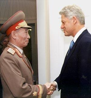 Cho Myong-nok and Bill Clinton