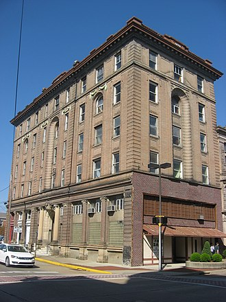 Citizens National Bank (Parkersburg, West Virginia) - Front and side of the bank