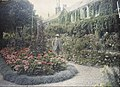 Claude Monet in front of his House at Giverny - Google Art Project.jpg
