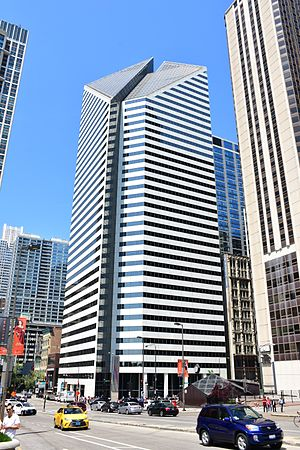 Crain Communications Building - Image: Crain Communications Building in Chicago, May 2016 (2)