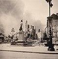 Denkmal in französischer kriegszerstörter Stadt 1940.jpg