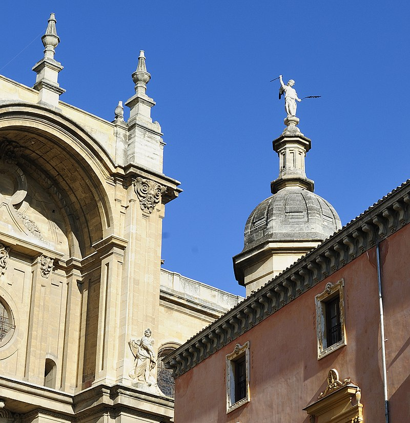 Detalles en tejados de Catedral Metropolitana de la Encarnación de Granada.jpg