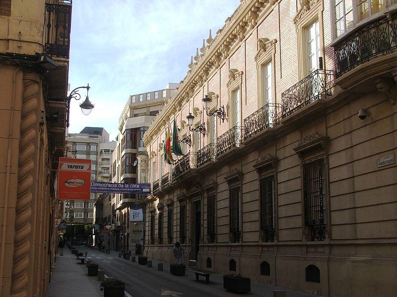 https://upload.wikimedia.org/wikipedia/commons/thumb/2/21/Diputación_de_Almería.jpg/800px-Diputación_de_Almería.jpg