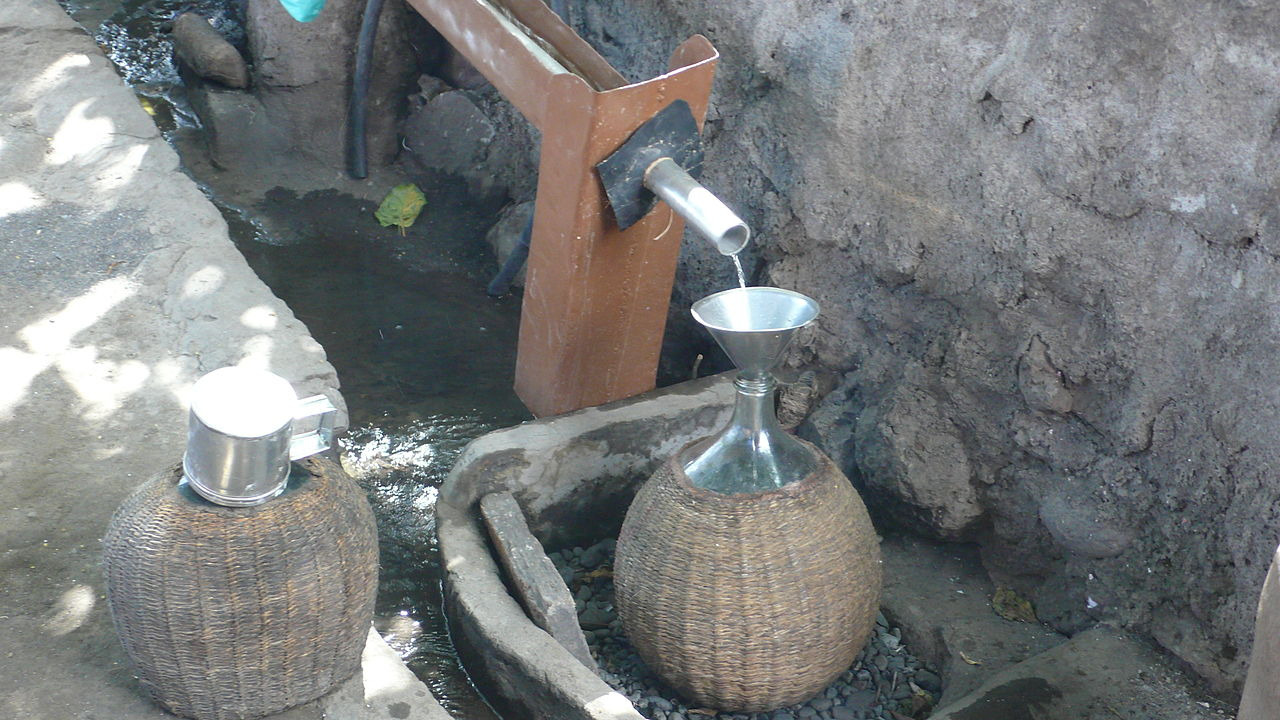 2019 original conception adroite comment trouver File:Distilling grogue in Cape Verde.JPG - Wikimedia Commons