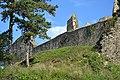 Divín - Divínsky hrad - hradbový múr.jpg