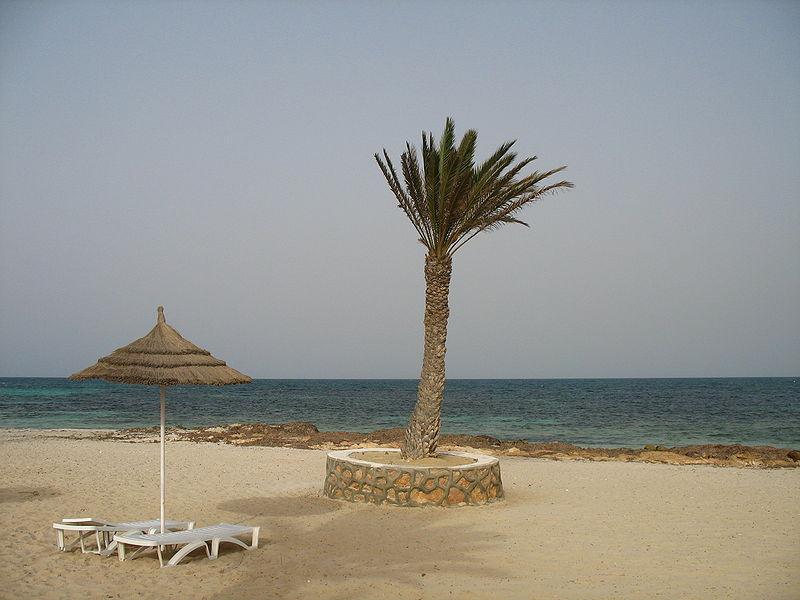 File:Djerba el mouradi menzel hotel beach-2.jpg