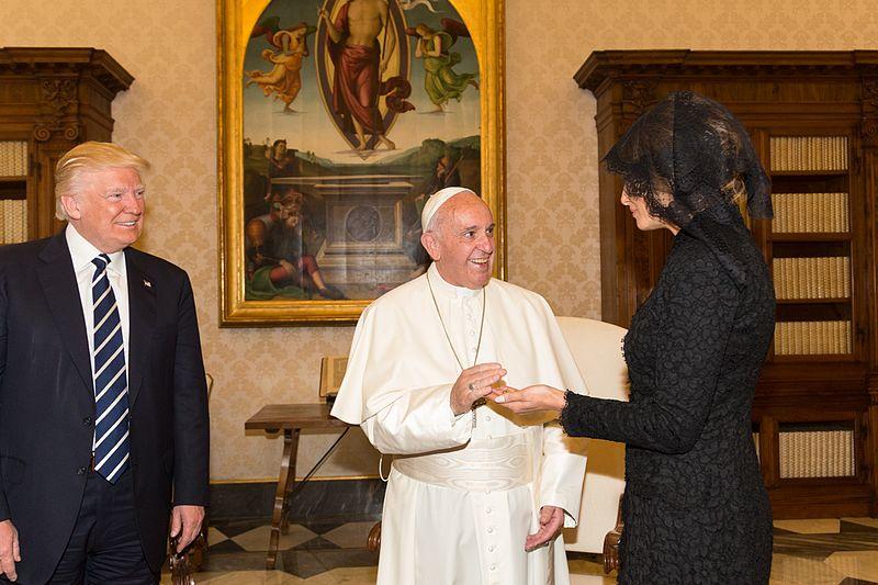 File:Donald Trump Pope Francis Melania Trump in 2017.jpg