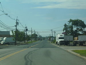 Dowd Avenue (Elizabeth, New Jersey) - Dowd Avenue heading southbound through Elizabeth's industrial district
