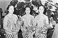 Drie leden van de dansgroep, Bestanddeelnr 924-3979.jpg