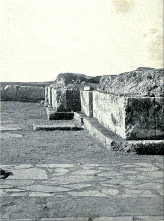 EB1911 Crete - Palace of Cnossus - base of West Wall.jpg