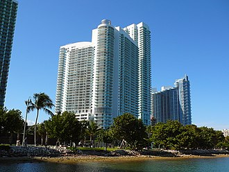 Edgewater (Miami) - The southern end of Edgewater, showing the new developments 1800 Club (center) and Paramount Bay at Edgewater Square (right).