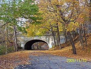 Edgewood Park Historic District - Chapel Street Bridge in Edgewood Park