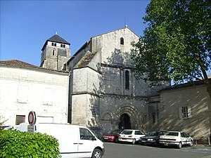 Saintes, Charente-Maritime - The église Saint-Pallais on the right bank.