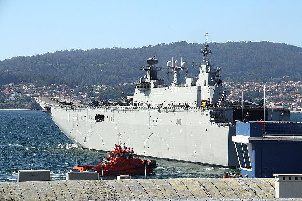 El L-61 virando a babor en su partida de Vigo (34939349652)