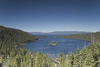 Emerald Bay mit Fannette Island im Südwesten des Lake Tahoe