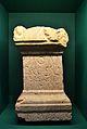 Estela votiva amb inscripció dedicada a l'amo de la vil·la, Publius Cornelius Iuniani.JPG