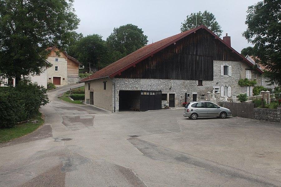 Rue à Étray (Doubs).