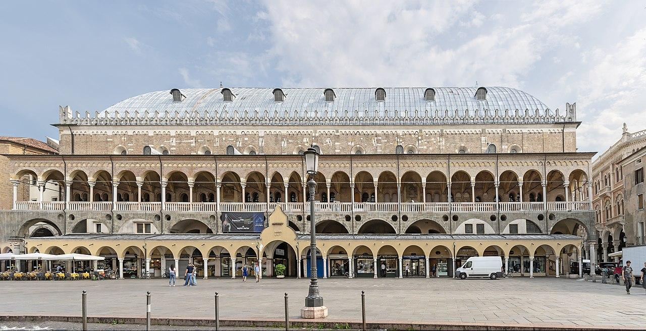 Exterior of Palazzo della Ragione (Padua).jpg