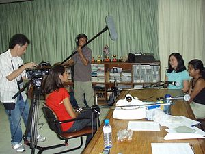 Filipinas, Ahora Mismo - Begoña Lucena of APC interviews Mónica Rodríguez and María Mendoza (far right), Season Two segment hosts and scholars of the radio program Filipinas, Ahora Mismo, for a television show.