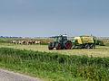 Fendt tractor met Krone balen pers.jpg