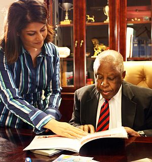 Piya Sorcar - Sorcar with President of Botswana, Festus Mogae launching TeachAIDS in Botswana in 2010
