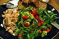 Flickr - cyclonebill - Kylling, brød og salat af rucola, rød peber og romanesco.jpg