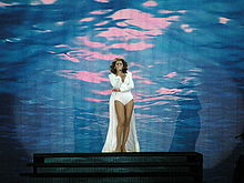 Flickr - smilesea - Beyoncé Newcastle 2009 (4).jpg