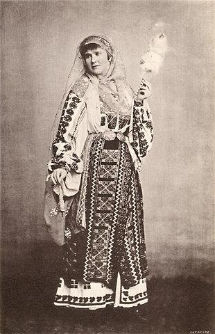 Елизавета в национальной румынской одежде (1882)