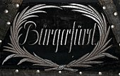 Bürgerfürst, Stickerei am Kopfende des Sarges (Quelle: Wikimedia)
