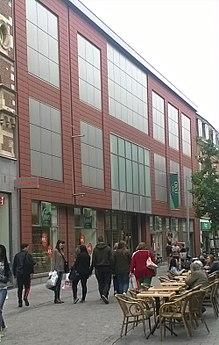 9e8f4dcf702 Voorgevel van de vernieuwde Galeria Inno in de Diestsestraat te Leuven